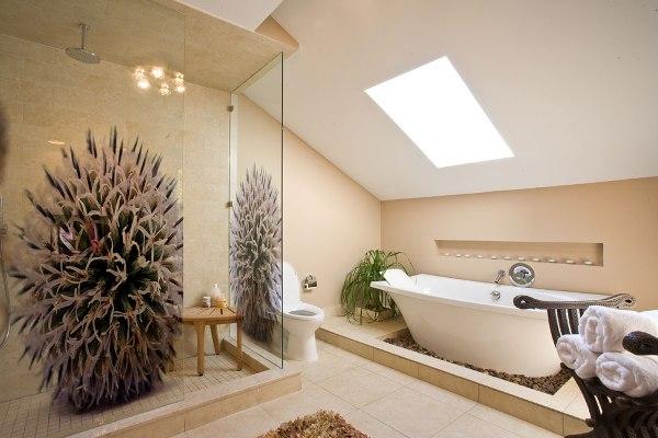 ванная со скошенным потолком